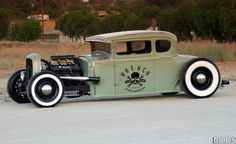 Some of my favorite cars are the ones built to look like the post war street rods of the 40's and 50's, like this bitchin 31 model A.
