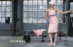 Karl Lagerfeld himself shot this pictures. A very sporty shoot with some handsome guys. The models are Cara Delevingne and Binx Walton. I'm still falling more and more in love with Chanel.