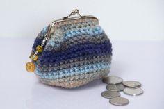 Háčkovaná peněženka / Crochet coin purse Crochet Coin Purse, Crochet Purses, Coins, Wallet, Ideas, Crochet Squares, Coin Purses, Crochet Bags, Coining
