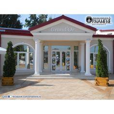 Coloana Ornamentala din beton in Stilul Grecesc Doric Columns, Garage Doors, Mansions, House Styles, Outdoor Decor, Home Decor, Greece, Decoration Home, Manor Houses