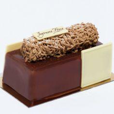 Meilleur ouvrier de France Pâtissier, Philippe Segond a imaginé une délicieuse bûche dentelle café marron (également déclinée aux fruits rouges) pour Monoprix.
