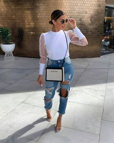 Fashion Dresses Pretty white sheer sleeved blouse with trendy ripped denim jeans. Look Fashion, Autumn Fashion, Fashion Outfits, Fashion Trends, Fashion Women, Jeans Fashion, Classy Outfits, Stylish Outfits, Outing Outfit