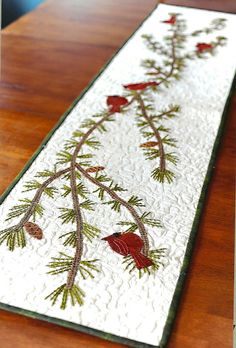 Primitive Folk Art Quilt/Wool Applique Pattern: HOLIDAY GOSSIP - Table Runner Would look good with pattern that I have for cardinals and pine bough Table Runner And Placemats, Table Runner Pattern, Wool Applique, Applique Quilts, Christmas Sewing, Christmas Crafts, Christmas Rugs, Christmas Quilting, Christmas Patchwork