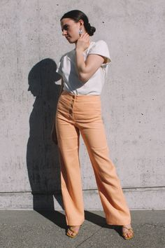 068fafc0a27c Paloma Wool Adeline light peach high-waisted linen pants trouser front  buttoning | Pipe and. PIPE AND ROW