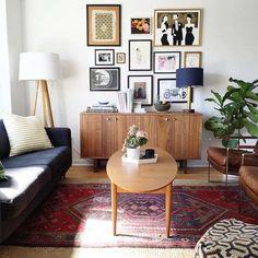 idée déco salon vintage années 50 avec tapis persan rouge comme accent désassorti