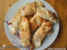 A legjobb Sajtos-sonkás-tejfölös papucs recept fotóval egyenesen a Receptneked.hu gyűjteményéből. Küldte: Duleba Beatrix