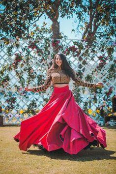 New Wedding Indian Lengha Red Lehenga Skirts Ideas Indian Wedding Gowns, Indian Gowns Dresses, Indian Bridal Outfits, Indian Fashion Dresses, Dress Indian Style, Indian Designer Outfits, Lehenga Skirt, Red Lehenga, Dhoti Saree