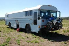 Front motorcycle rack! School Bus Tiny House, School Bus Camper, Rv Bus, Magic School Bus, Bus Home Conversion, Nice Bus, Bus Living, Tiny Living, Converted Bus