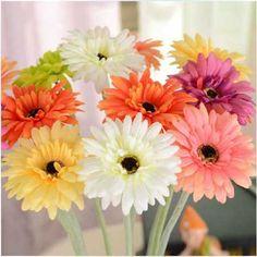 Flores coloridas. Veja mais no link: http://iloveflores.com/decoracao-com-flores-artificiais-fotos-como-fazer-imagens/
