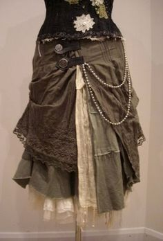 Cool Steampunk DIY Ideas - DIY Steampunk Skirt - Easy Home Decor Costume Ideas Jewelry Crafts Furniture and Steampunk Fashion Tutorials - Clothes Accessories and Best Step by Step Tutorials - Creative DIY Projects for Adults Teens and Tweens Source by Steampunk Rock, Mode Steampunk, Steampunk Skirt, Steampunk Clothing, Steampunk Fashion, Gothic Fashion, Steampunk Cosplay, Renaissance Clothing, Victorian Steampunk