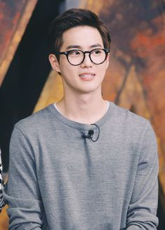 Suho really looks like Church Oppa here. Lol, still cute though<--- I wish he was a church oppa but...he's Buddhistㅠㅠ