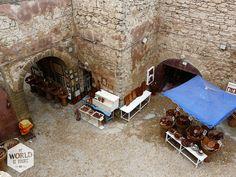 Tip in Essaouira, Marokko: op de stadsmuur zitten en de mensen, de zee en de meeuwen voorbij zien gaan terwijl je een Italiaans ijsje eet van Dolcefreddo.