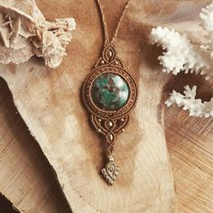 ♡Macrame necklace with Chrysocolla from Peru and brass beads♡ #chrysocolla #pendant #freespirit #pebblestribalcraft