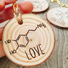 Science geek wooden key ring with wood burning Dopamine molecule. Wood Burning Tips, Wood Burning Crafts, Wood Crafts, Diy Crafts, Wooden Gifts, Wooden Diy, Wooden Christmas Crafts, Wood Shop Projects, Charms