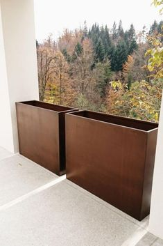 Schmale Pflanzbehälter aus Cortenstahl Plant containers made of metal can be adapted to all structur Corten Steel Planters, Metal Planters, Garden Planters, Landscaping Near Me, Modern Landscaping, Casa Patio, Front Yard Fence, Rooftop Garden, Outdoor Living