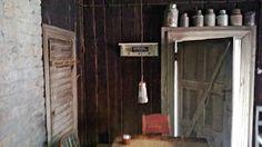 Tunnelmia kahvila Leivintuvalta:  Elämää passiivihirsitalossa: Pystyhirsiä, pannareita ja pannukahvia