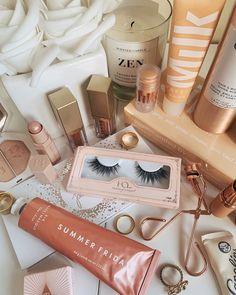 makeup essentials to look like a bronze goddess Makeup Blog, Drugstore Makeup, Makeup Inspo, Makeup Inspiration, Skin Makeup, Beauty Makeup, Beauty Dupes, Beauty Care, Beauty Hacks