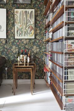 Hemma hos Annacate | Lovely Life| William Morris wall paper, Golden lily.
