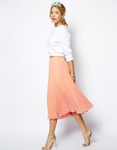 Discover the latest skirts with ASOS. Shop a variety of styles including denim and leather skirts, plus midi and maxi lengths. Order now with ASOS. Pleated Midi Skirt, Dress Skirt, Midi Skirts, Shirt Skirt, Mode Simple, Spring Skirts, Mode Chic, Asos, Classy And Fabulous