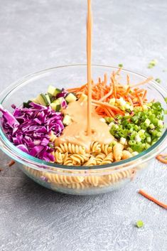 Protein Packed Thai Pasta Salad is a healthy 20 minute dinner recipe. It packs in over 18 grams of protein and is full of veggies! Salsa Thai, Thai Pasta, Pasta Food, Chicken Pasta, Salad Recipes, Healthy Recipes, Protein Recipes, Easy Recipes, Healthy Meals