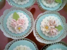 Cute flowers cupcakes