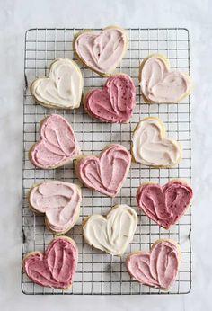 Ombré Raspberry Lemon Sugar Cookies for Valentine's Day Just Desserts, Delicious Desserts, Yummy Food, Yummy Treats, Sweet Treats, Lemon Sugar Cookies, Raspberry Cookies, Heart Sugar Cookies Recipe, Snacks