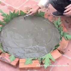 homedecor videos Techniques Construction Of Tables From Sand And Cement Cement Table, Diy Concrete Planters, Cement Art, Concrete Crafts, Concrete Garden, Diy Planters, Diy Home Crafts, Garden Crafts, Diy Garden Decor