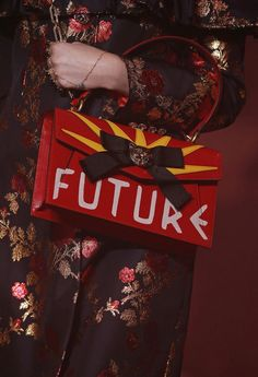 CR Fashion Book - GUCCI SPRING 2017 DISTORTS AND TRANSPORTS
