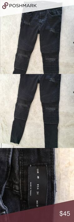 Zara man Moto style skinny jeans. These are a lightly worn pair of Zara man Moto skinny jeans. With quilted designs on legs and frayed pieces. They are 31x30 Zara Jeans Skinny