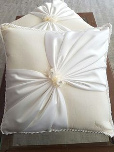 decorative pillows 638526053406602461 - Cojines para Boda, Source by Bed Cover Design, Cushion Cover Designs, Pillow Design, Bow Pillows, Sewing Pillows, Couch Pillows, Hand Embroidery Designs, Ribbon Embroidery, Designer Bed Sheets
