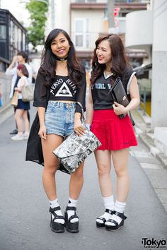 17-year-old students Mikaun and Ami on the street...   Tokyo Fashion