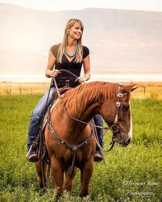 Country Western Fashion, Country Girl Style, Western Girl, Country Girls, Sexy Cowgirl, Cowgirl And Horse, Horse Girl, Horse Riding, Cowgirl Pictures