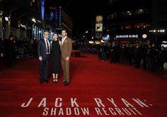 Así luce  Leicester Square, Londres, durante la premier de la película Jack Ryan: Shadow Recruit'. Kenneth Branagh, el director, posa con los actores Chris Pine  y Keira Knightley.