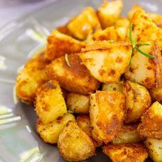 Cartofi noi la cuptor cu pesmet și usturoi | Bucate Aromate Side Dish Recipes, Side Dishes, Good Food, Yummy Food, Good Wife, Delish, Food And Drink, Potatoes, Meals
