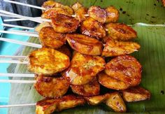 Ingredients: kamote (sweet potato), sliced granulated sugar cooking oil H ow to cook kamote que: 1. In a pan, heat the cooking oil....