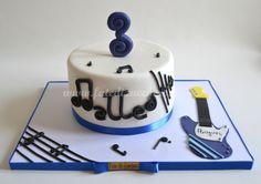 Torta Chitarra: con design in 2D interamente modellato a mano e personalizzato