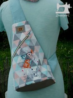 Ebook Crossbag - Pocket Players - Color Mix- Ebook Crossbag – Taschenspieler – Farbenmix Whether as a backpack or a trendy crossbag. With the Ebook CROSSBAG from the pocket player series you sew a great eye-catcher in no time … - Sewing Tutorials, Sewing Projects, Sewing Patterns, Patchwork Patterns, Diy Wallet, Diy Handbag, Patchwork Bags, Fabric Bags, Handmade Bags