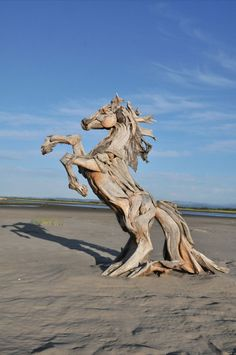 Isn't this driftwood horse sculpture by animal sculpture by Jeffro Uitto amazing? cheers, dana   http://www.jeffrouitto.com