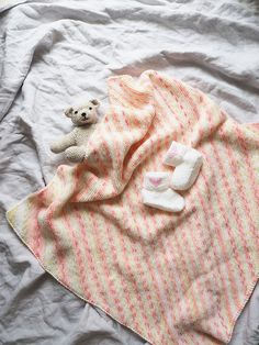 Novita patterns for babies, throw made with Novita Nitty yarn #novitaknits https://www.novitaknits.com/en