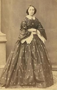 1861-1865 Day dress with pagoda sleeves, undersleeves & removable collar.