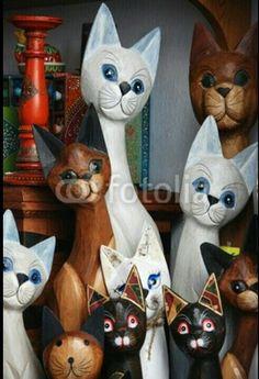 Gatos tallados en madera. Arte de la India. Google