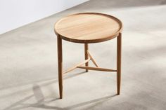 This turned side table is made from solid oak with a natural oiled finish. It has a generous top that shows off the beauty of the wood grain to the full. Round Accent Table, Coffe Table, Design Files, Solid Oak, Chair Design, End Tables, Contemporary Design, Diy Furniture, House Design