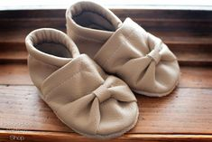Sew your own baby shoes with this soft sole shoes pattern!