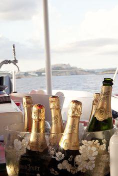 El Champagne Perrier-Jouët fue el broche estrella de fin de desfile  www.charoruiz.com