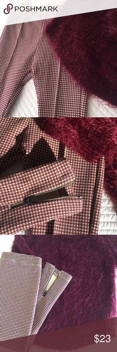ZARA Girls Collection Houndstooth Dress Trousers ZARA Girls Collection Cotton Stretch Trousers in Burgandy and Cream Houndstooth print. Zip detail at ankles. Elastic waist. 99% Cotton 1% Elastine. Worn once and Excellent condition. Zara Bottoms