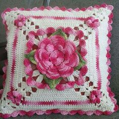 27 Ideas For Crochet Pillow Pattern Free Granny Squares Yarns Crochet Pillow Patterns Free, Granny Square Crochet Pattern, Crochet Flower Patterns, Crochet Squares, Crochet Motif, Granny Squares, Crochet Home, Crochet Crafts, Crochet Projects