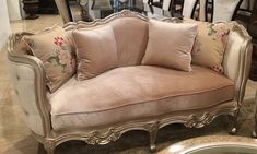 Country Victorian Decor, Victorian Sofa, Luxury Furniture, Vintage Furniture, Home Furniture, Silver Furniture, Italian Furniture, Unique Furniture, Interiores Shabby Chic