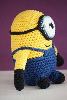 Virkattu Minion | Kaikki Paketissa Softies, Minions, Crochet Hats, Beanie, Knitting, Toys, How To Make, Crafts, Fashion