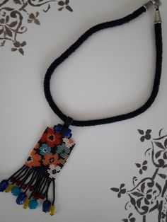 Beaded flat rectangular pendant with floral pattern on it - picture only Boho Jewelry, Beaded Jewelry, Handmade Jewelry, Jewelry Design, Beaded Bracelets, Beading Projects, Beading Tutorials, Loom Beading, Bead Weaving