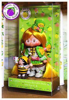 TN Honey Doll in custom box Custom Boxes, Custom T, Apple City, Strawberry Shortcake Doll, Vintage Toys, Fashion Dolls, Paradise, Honey, Friends
